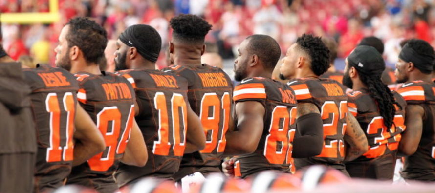 Browns Staged Largest Anthem Protest Last Week – Now They ALL STAND For Flag Because Of One Man