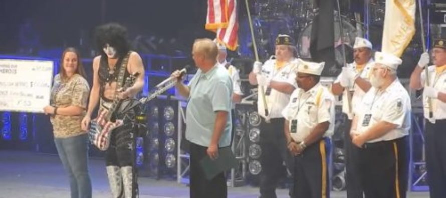 Rock Band KISS Brings U.S. Flag On Stage With Message For Kaepernick – Crowd Goes Wild [VIDEO]