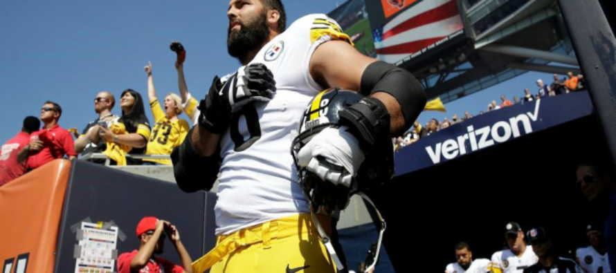Steelers Tackle Rolls Back Patriotic Move: 'That Picture Of Me Standing To Nat'l Anthem Is Embarrassing'