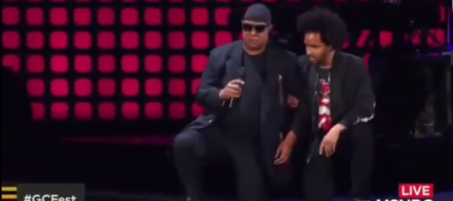 Fans Surprised When Stevie Wonder Takes Two Knees for America [VIDEO]