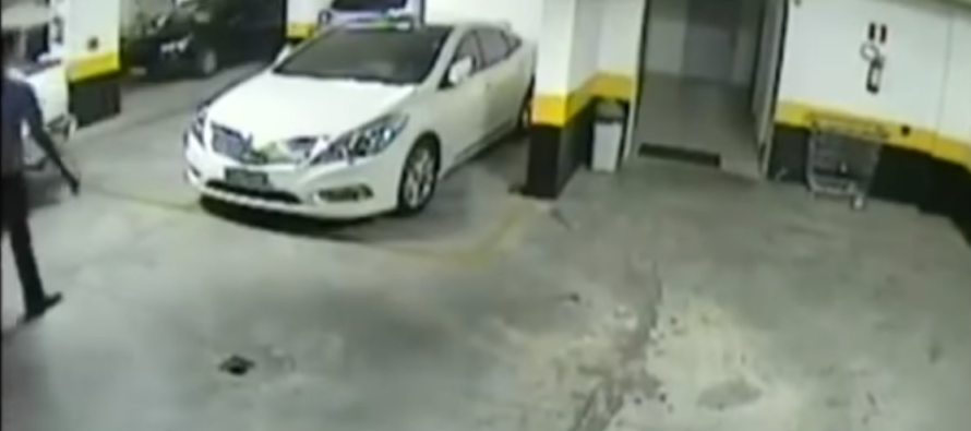 Angry Driver Takes Matters Into Own Hands After Another Driver Takes Double Parking Space [VIDEO]