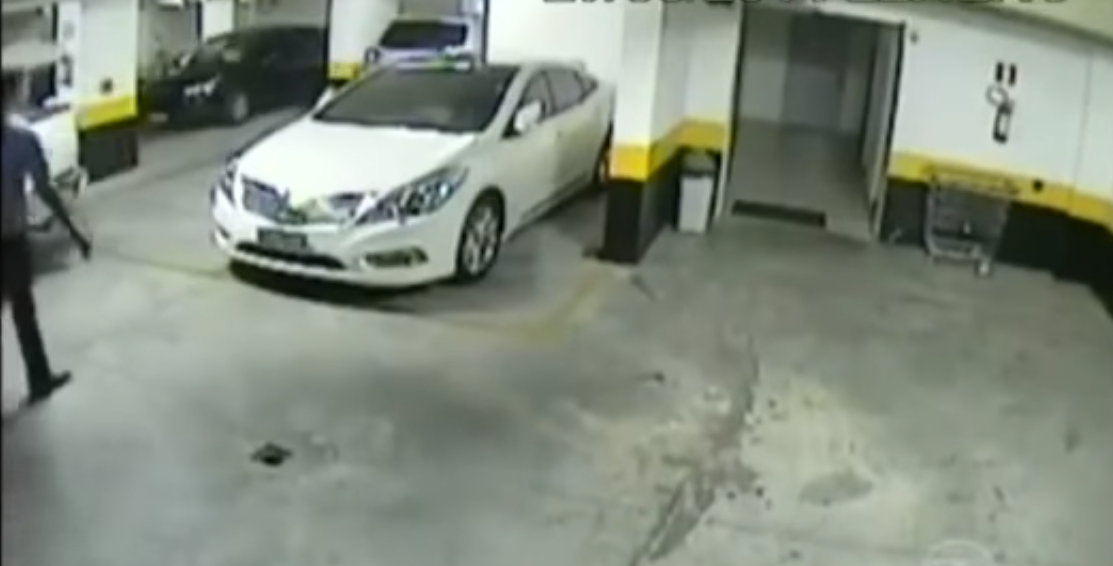 Angry Driver Takes Matters Into Own Hands After Another Driver Takes Double Parking Space