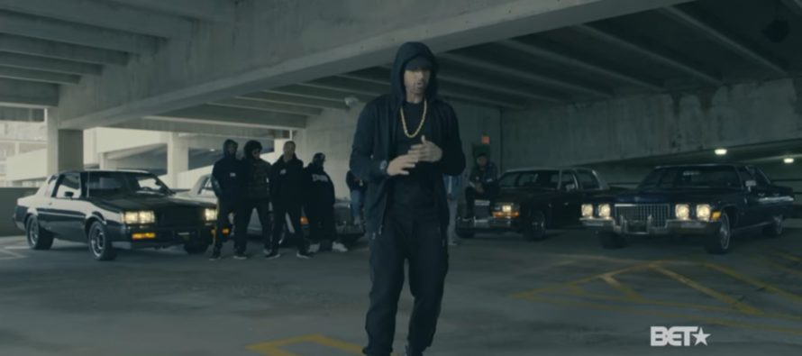 "Rapper Eminem Tells Fans: Decide Whose Side You're On, If It's Trump's 'F***k YOU!"" [VIDEO]"